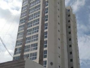 Torre Residencial de 14 pisos 4 Aptos por piso Estacionamientos de visita ́reas recreativas que incluyen